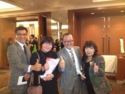 フォーデイズのトリプル会員家田様ご夫妻とグループの方